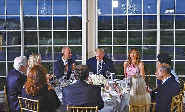 美國總統特朗普星期二晚在新澤西州宴請企業高層和白宮資深官員,報道指他席間談到中共「一帶一路」和貿易等問題。(Getty Images)