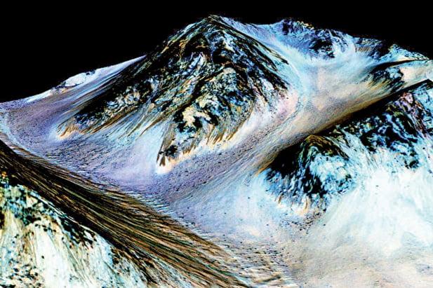 NASA的這些圖片顯示,火星上的條紋是液態水造成的。(Getty Images)