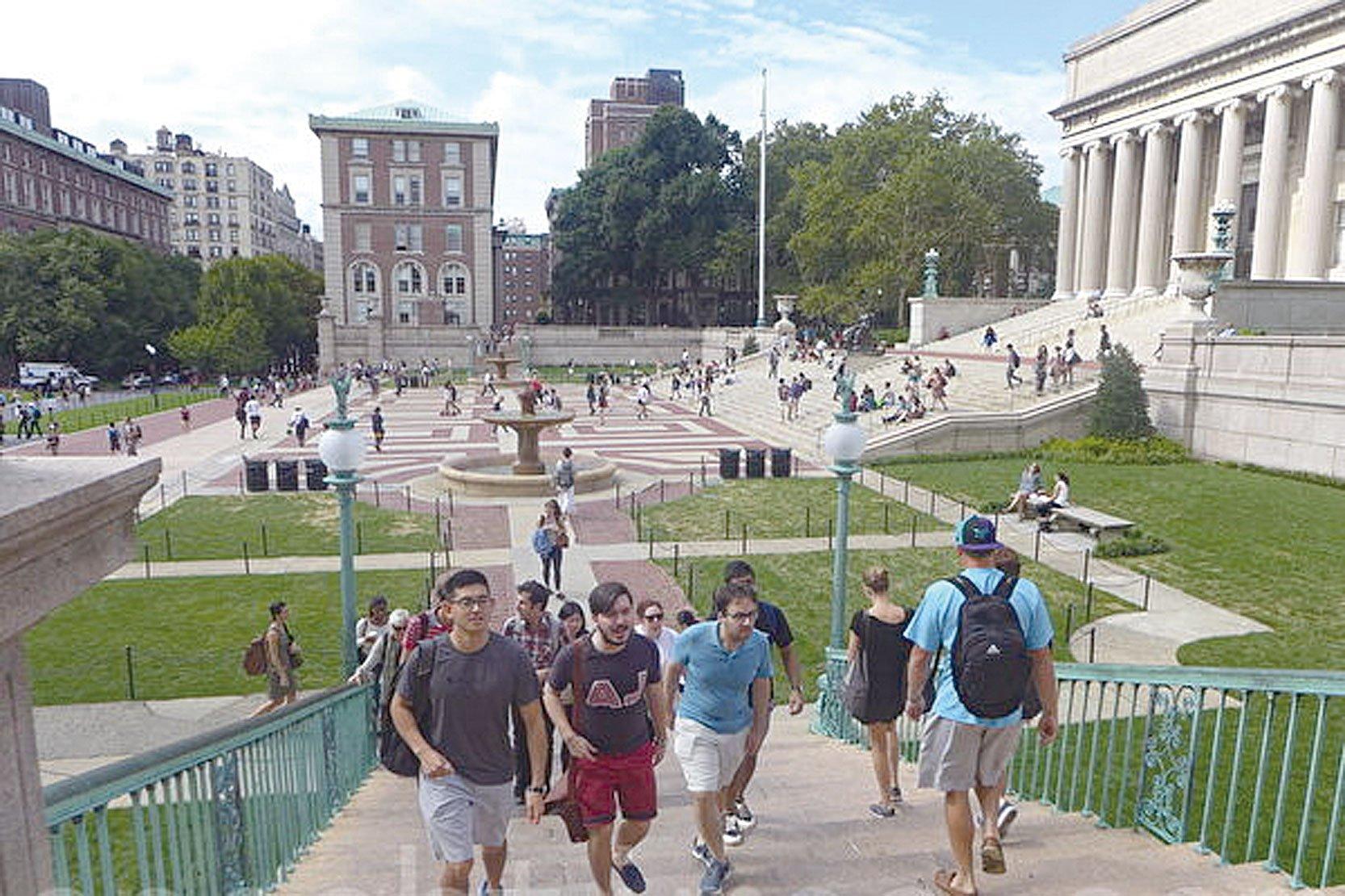 究竟是甚麼原因,將大批中國留學生罩在了間諜的陰雲之中?圖為在美國的中國留學生。(蔡溶/大紀元)