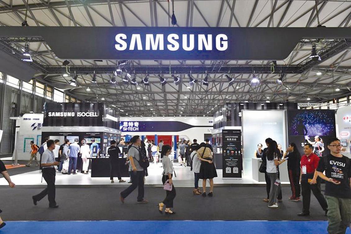 南韓媒體指出,三星電子可能在今年底前關閉在中國大陸天津的智能手機工廠。圖為2018年6月27日,上海移動世界大會期間三星展區。(Getty Images)