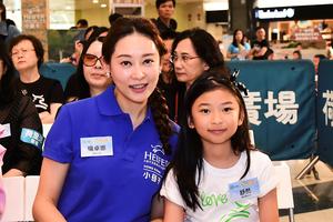 楊卓娜讚女兒生性 學業與興趣班不用她操心