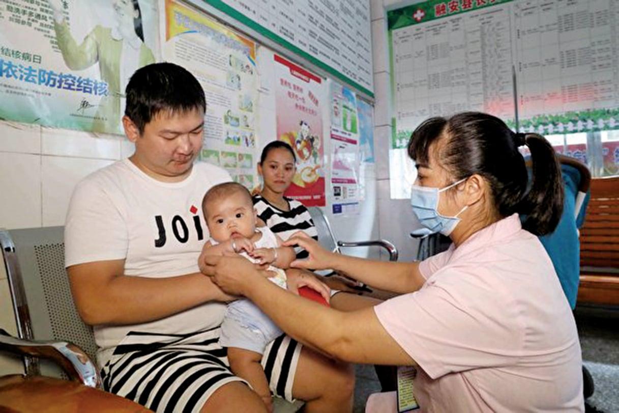 中共在用暴力實施計劃生育後,再以國事為說法,鼓動民眾生二胎。然而中國社會問題多多,民眾顧慮重重,不敢接盤。(Getty Images)