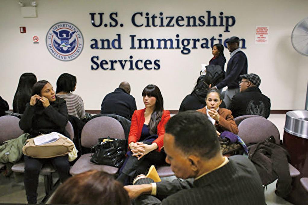 三藩市灣區高科技公司(包括谷歌和Facebook)嚴重依賴H-1B已經成為美國移民辯論的熱點,批評人士認為H-1B濫用,搶走美國人就業。