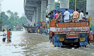 印度百年洪災324死