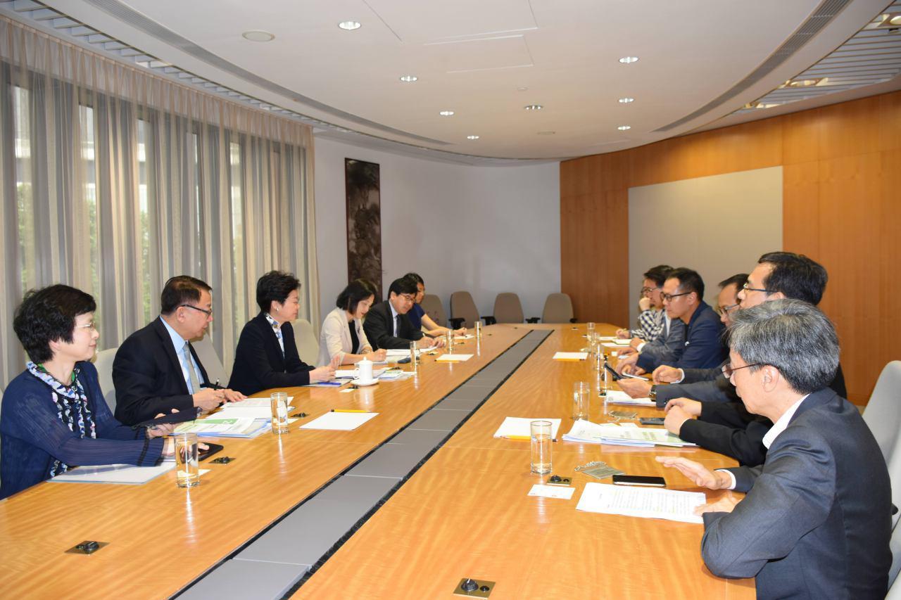 專業議政與林鄭月娥會面,就新一份《施政報告》提出建議。(莫乃光提供)