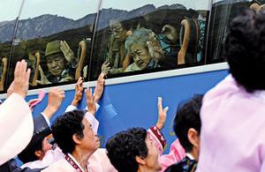失散65年 兩韓離散家屬分批會面