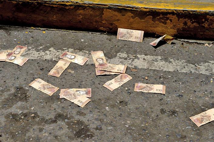 一夜之間,委內瑞拉的貨幣經歷了大貶值。(AFP)