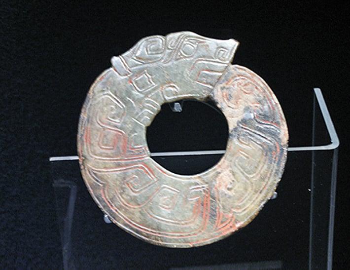 商朝的龍紋玉。(維基百科)