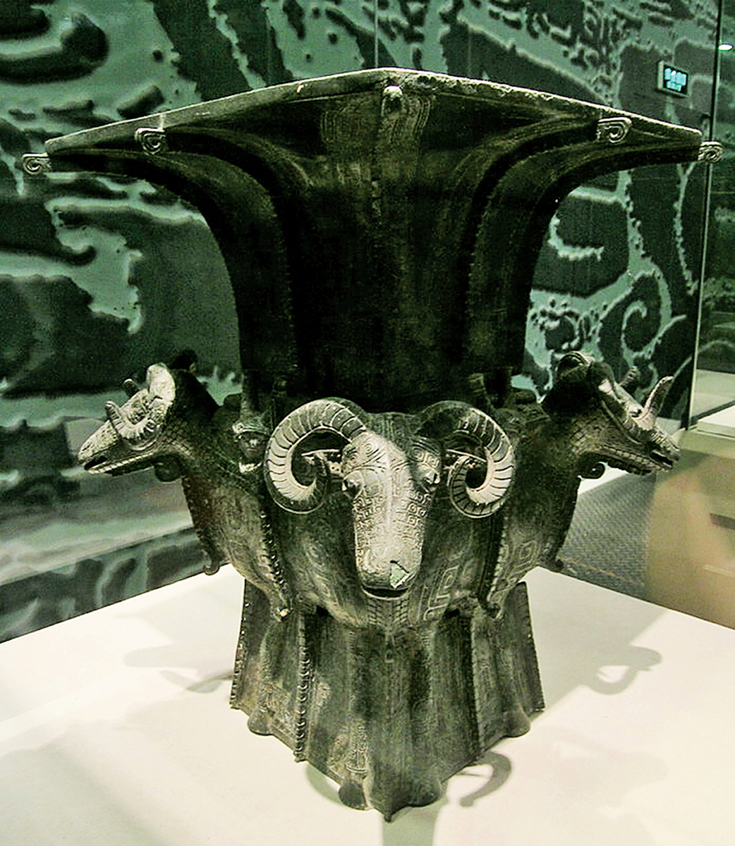 商代青銅器四羊方尊,藏於中國國家博物館。(smartneddy/維基百科)