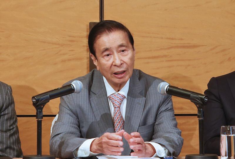 恒地主席李兆基股東會後見媒體表示,樓價最多再跌一成。(余鋼/大紀元)