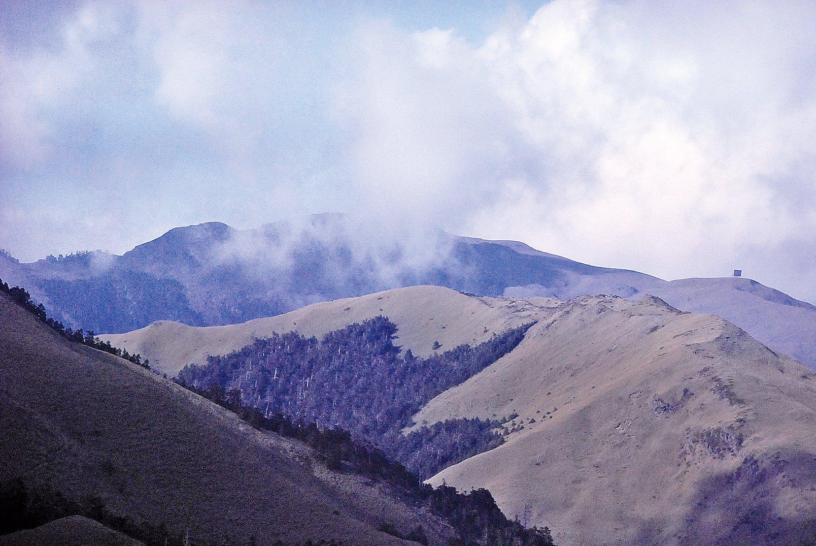 觀賞雲霧及山色變化也是享受。