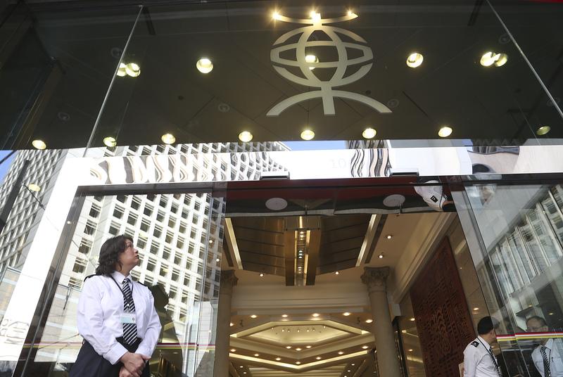 東亞銀行昨晨突然宣佈裁減180名員工,消息震動金融界。(余鋼/大紀元)