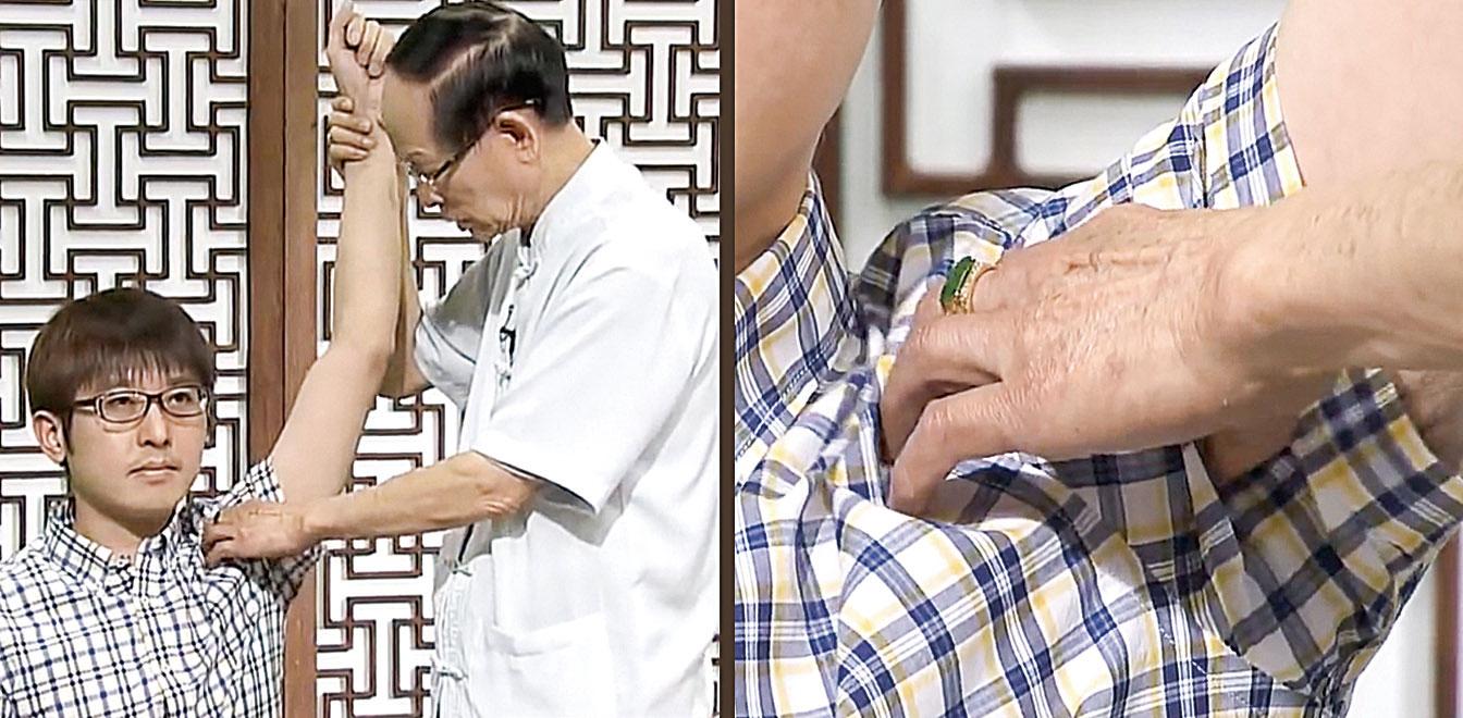 董延齡中醫師 示範「掐穴急救法」的具體做法。(新唐人節目截圖)
