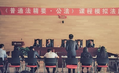 香港大律師公會在北京大學法學院開設《普通法精要•公法》課程,由會員在周末時間免費向北大學生教授香港普通法。(大律師公會網站)