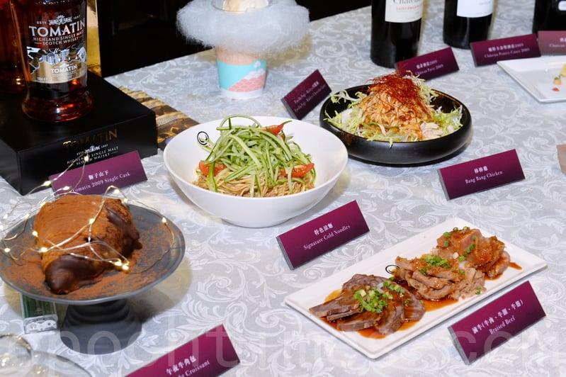 今年是美酒佳餚巡禮10周年,有450個美酒及美食攤位,今年新增咖啡園區及環球街頭小食。(宋碧龍/大紀元)