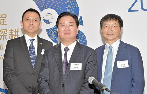 左起:禹州地產財務總監兼公司秘書黃展鴻、創始人兼董事局主席林龍安和執行總裁蔡明輝(郭威利/大紀元)