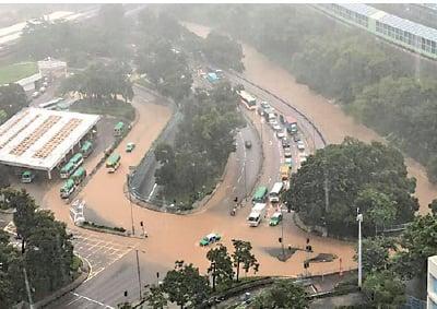 紅雨襲港多區澤國  水龍捲現