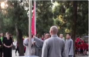 兩千年古寺現升旗儀式 民間指「滅亡」之兆