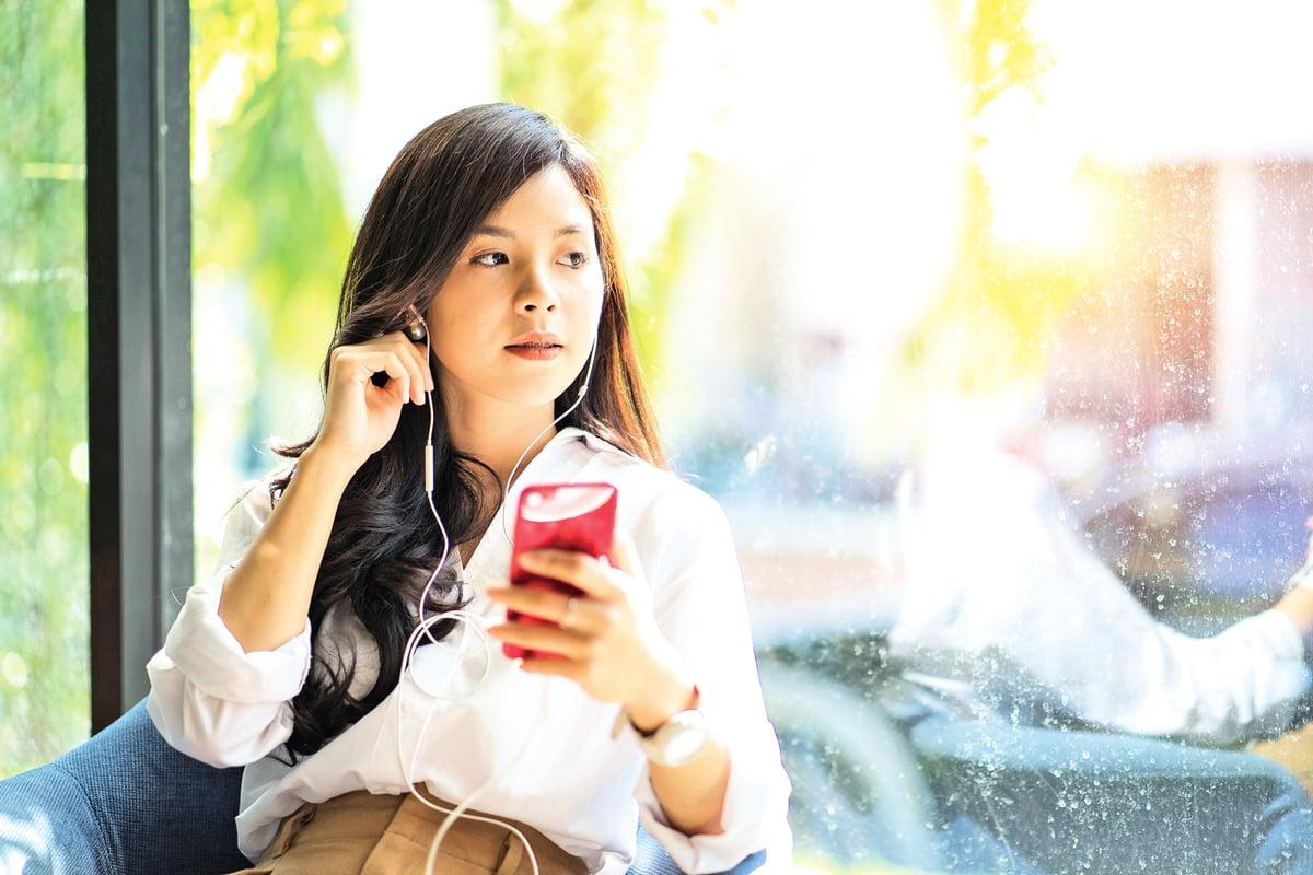 中國年輕人每天戴耳機消磨時間聽力永久受損