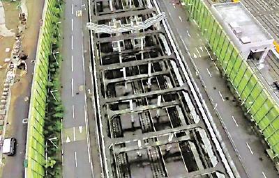 高鐵石崗車廠被揭路軌及平台都漏水,甚至有水浸情況。(譚文豪議員提供)