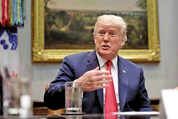 美國總統特朗普8月29日下午在白宮回答記者提問時說,北韓問題受到中美貿易爭端的影響,中國使美朝關係變得更艱難。不過他認為,美國在北韓問題上進展良好,將拭目以待。(Samira Bouaou/大紀元)