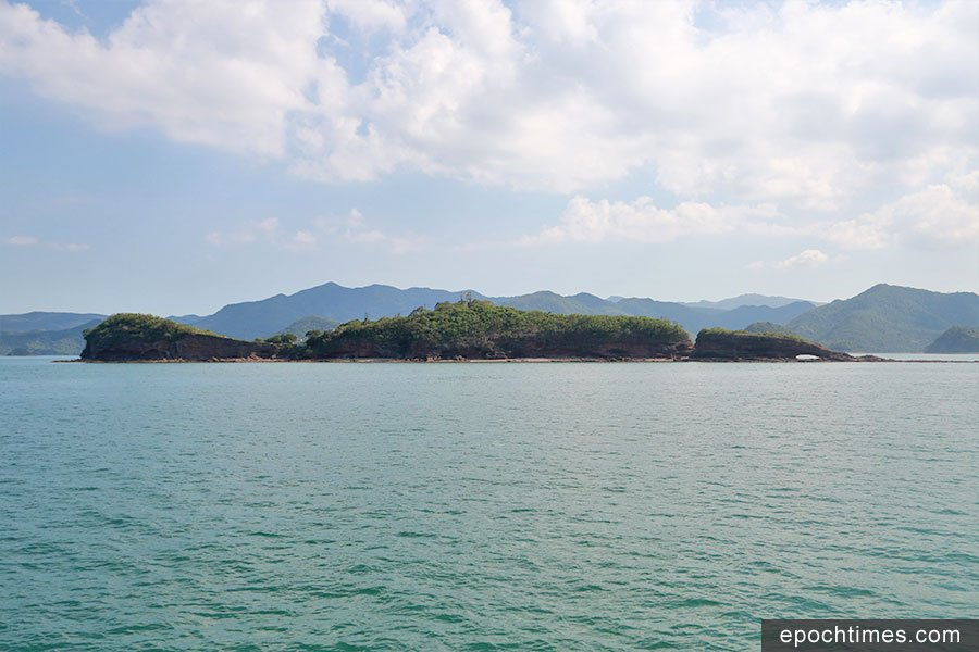 從東面觀看鴨洲,尤如一隻半浮在水中的鴨子。(陳仲明/大紀元)