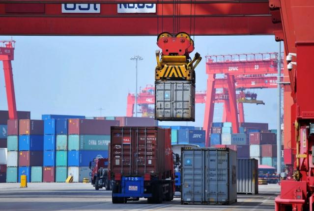 在美中7月6日和8月23日分別向對方340億美元和160億美元進口商品先後加徵25%的關稅後,中國8月份新進出口訂單指數分別下跌。(AFP)