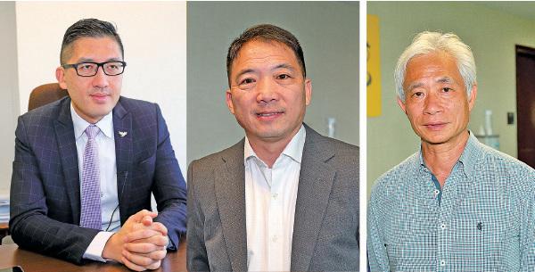 (左至右)民主黨立法會議員林卓廷、民主黨主席胡志偉議員、街工立法會議員梁耀忠歡迎法輪功學員針對食環署的司法覆核勝訴,認為彰顯了香港的核心價值。(大紀元資料圖片)