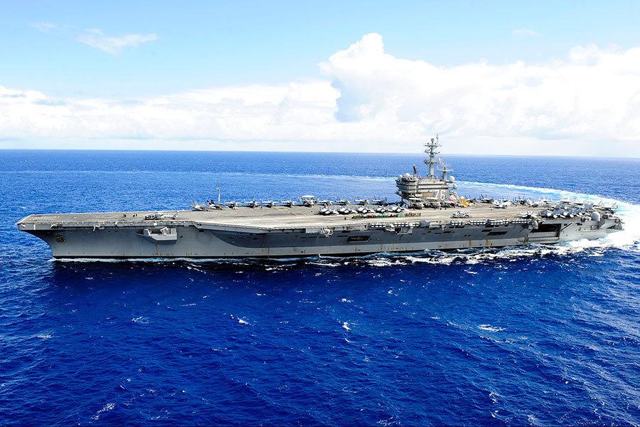 美國最大航母和日本戰艦在南海軍演