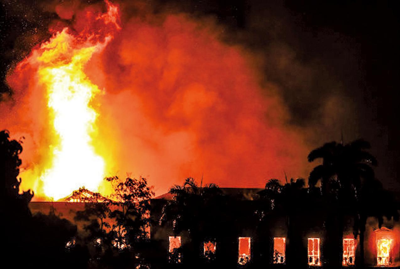 巴西一座擁有200年歷史的國家博物館於周日晚(9月2日)發生火災,館內收藏有2,000萬件的珍貴文物,據報大部份已被燒毀。(Getty Images)
