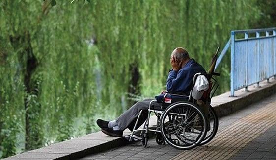 中共一直宣傳繳足社保、未來養老有保障。但現實是眼下的養老金就已經虧空到兜不住的程度。(AFP)
