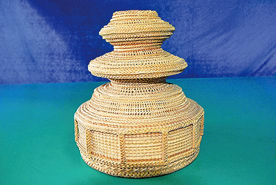 林根在說竹篾編法萬百種,有廣闊的世界。