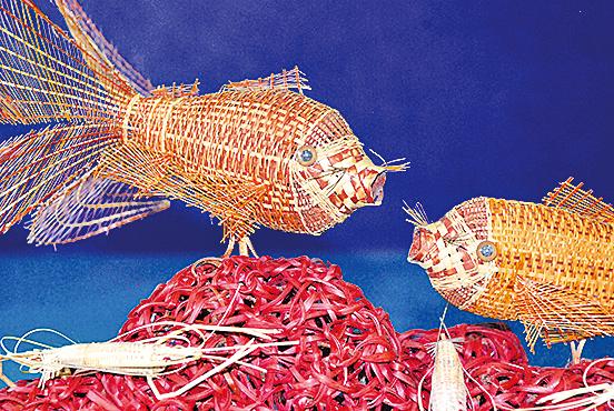 竹編金魚可見編織的功力細膩的心思。