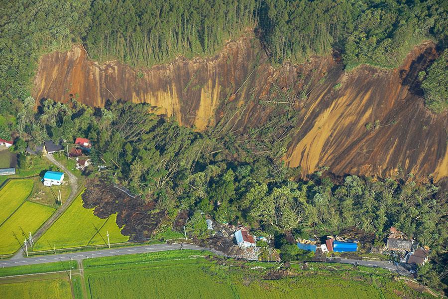 震央附近的厚真町山泥傾瀉。(JIJI PRESS/AFP/Getty Images)