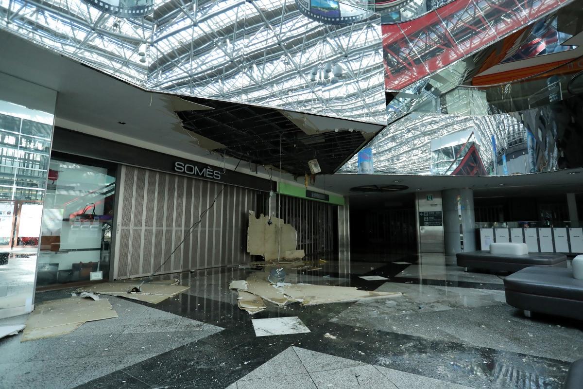 日本北海道昨日凌晨發生黎克特制6.7級強烈地震,札幌新千歲機場因漏水及停電暫時關閉。香港機管局表示,全日來往札幌4班航班已經取消。(JIJI PRESS/AFP/Getty Images)
