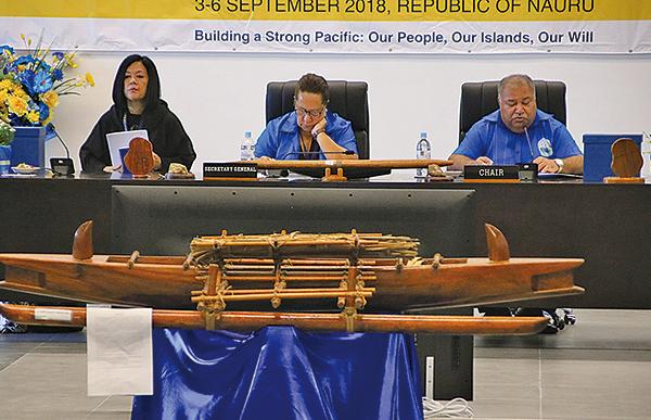 太平洋島國論壇正在瑙魯國召開。瑙魯總統瓦卡(右)9月4日打斷中共代表的發言,而且批評中共「霸凌」。(Getty Images)