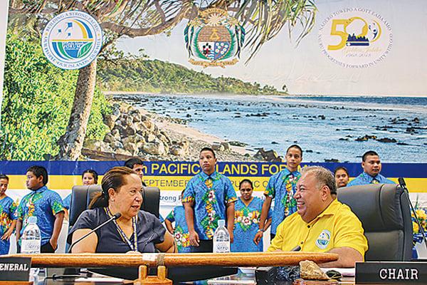 18國太平洋島嶼論壇前,瑙魯總統(右)出席「小島國」會議。(Getty Images)