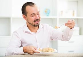 常吃燕麥與糙米 可助排毒防腸癌