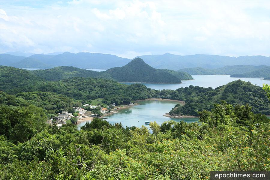 從高地頂觀景台望向吉澳漁村。(陳仲明/大紀元)