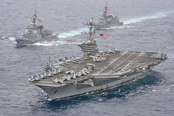 2017年4月26日美國核動力航母卡爾文森號與日本海上自衛隊巡航菲律賓海。(US Navy )