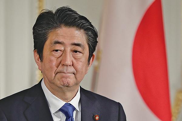 日本首相安倍晉三於2018年5月9日與訪日的國務院總理李克強舉行聯合記者會。(Getty Image)