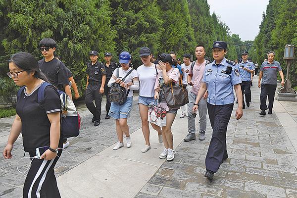 中國P2P借貸平台連續爆雷,受害者成為金融難民,當局多採取激烈手段對待受害者。但有報道稱不少軍人也是P2P的受害者。(Getty Images)