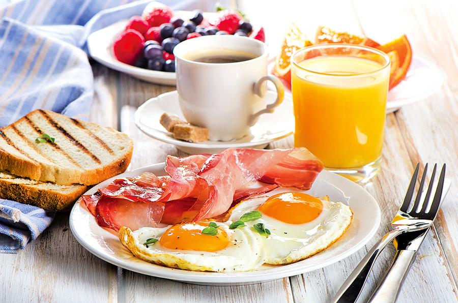 上班族快樂吃早餐