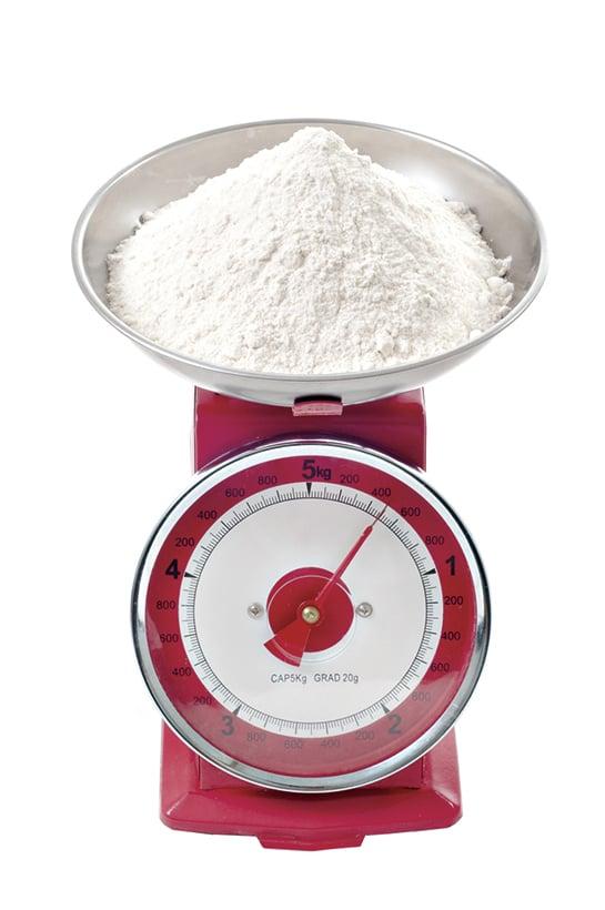 秤料是做麵包的第一個步驟,記得要根據食譜去精確計算。