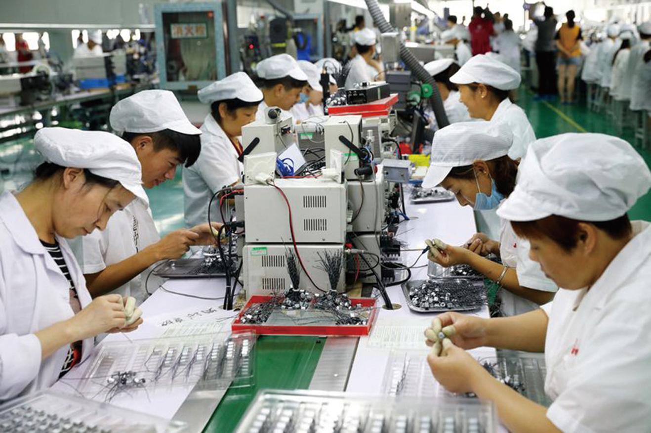 美中貿易戰延燒恐升級,台商轉移在中國大陸生產基地的意願也增強。(AFP)