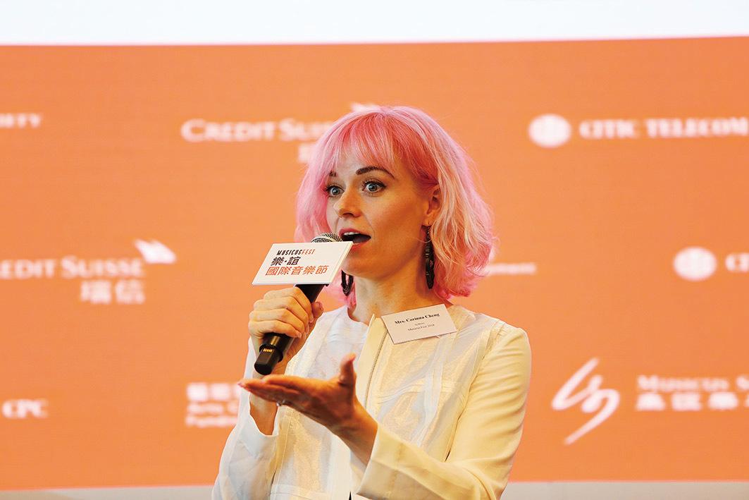 陳明恩表示今次女扮男裝演出馬可波羅,能與各國音樂家同台演出感興奮。(陳仲明/大紀元)