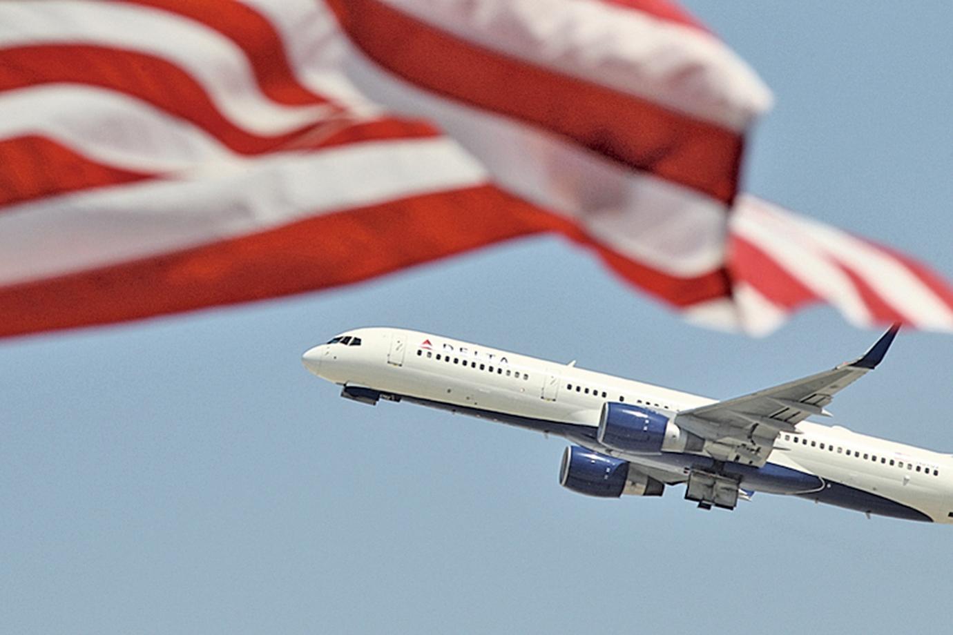 以美國聯合航空(United Airlines)為首的幾大主要航空公司提高了改機票、行李託運等服務費。(Getty Images)