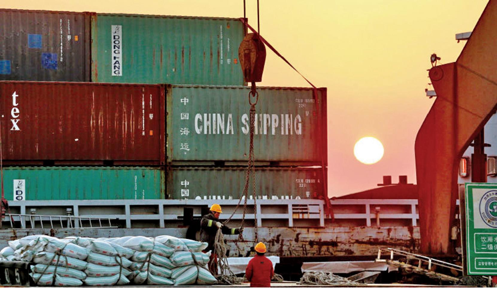 美國對中方的貿易戰場規模將達到空前的5,170億美元。圖為在美國長灘港口的中國集裝箱。(Getty Images)
