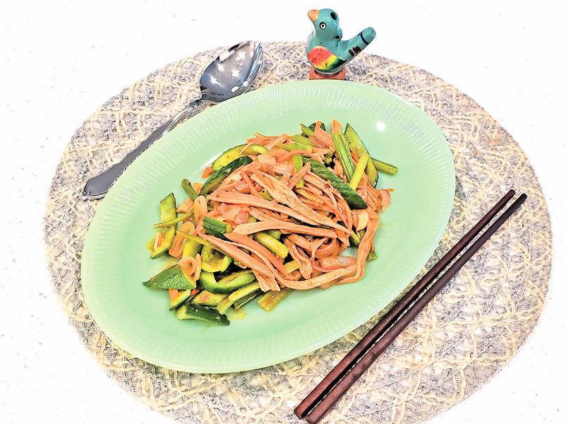 【梁廚美食】叻沙醬青瓜炒海參筋