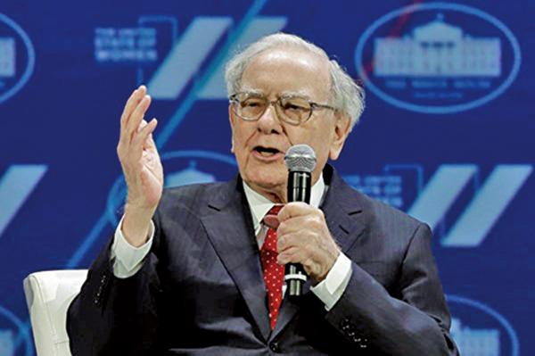 美國著名投資家巴菲特警告,人類嫉妒和貪婪的本性會導致另一次金融危機。(YURI GRIPAS/AFP/Getty Images)